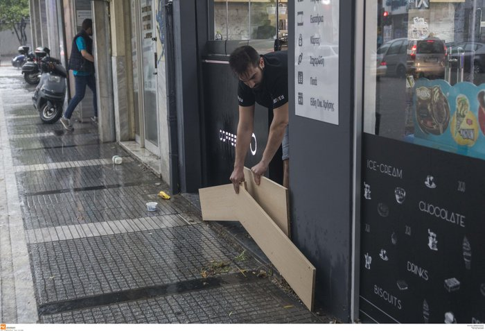 Θεσσαλονίκη: 24 ώρες μετά η πόλη μετράει τις πληγές της - εικόνα 9