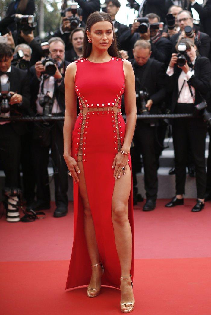 Η Ιρίνα Σάικ εντυπωσιακή στο κόκκινο χαλί των Καννών