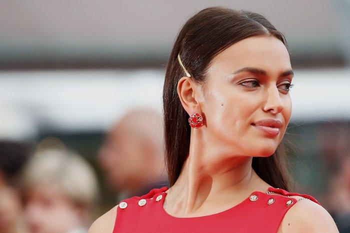 Η Ιρίνα Σάικ εντυπωσιακή στο κόκκινο χαλί των Καννών - εικόνα 3