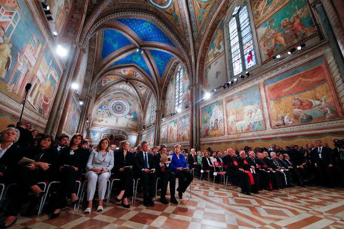 Στην Μέρκελ το Λυχνάρι για την ειρήνη του Αγίου Φραγκίσκου