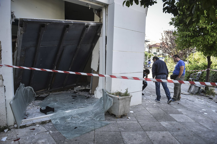 Ανατίναξαν δύο ΑΤΜ σε Υμηττό και Παλλήνη τα ξημερώματα - εικόνα 2