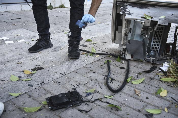 Ανατίναξαν δύο ΑΤΜ σε Υμηττό και Παλλήνη τα ξημερώματα - εικόνα 3