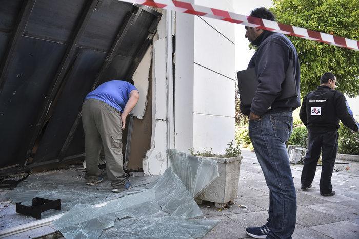 Ανατίναξαν δύο ΑΤΜ σε Υμηττό και Παλλήνη τα ξημερώματα - εικόνα 4