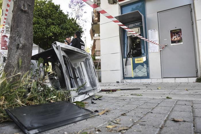 Ανατίναξαν δύο ΑΤΜ σε Υμηττό και Παλλήνη τα ξημερώματα - εικόνα 5