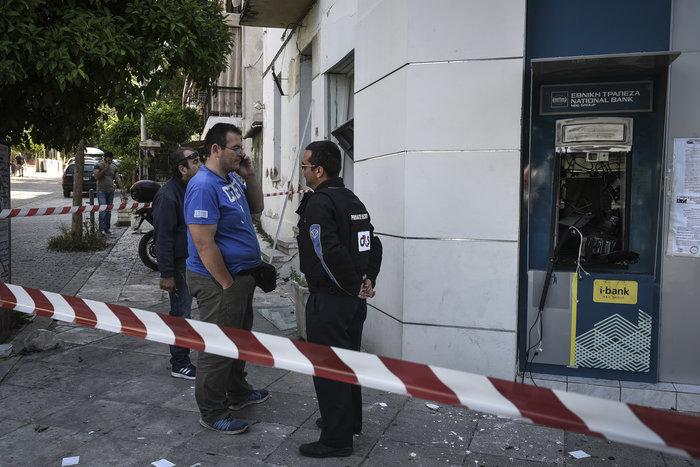 Ανατίναξαν δύο ΑΤΜ σε Υμηττό και Παλλήνη τα ξημερώματα - εικόνα 6