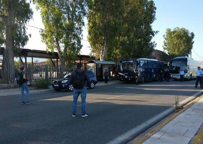 450 αστυνομικοί στο λιμάνι της Πάτρας απομάκρυναν τους μετανάστες (φωτο) - εικόνα 2