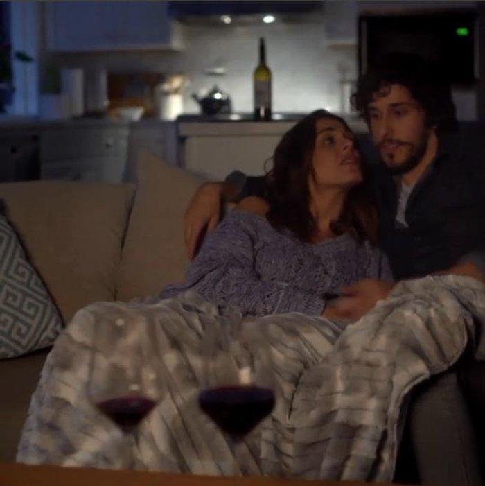 Ιωάννα Τριανταφυλλίδου: Αγκαλιά στον καναπέ με νέο γοητευτικό σύντροφο