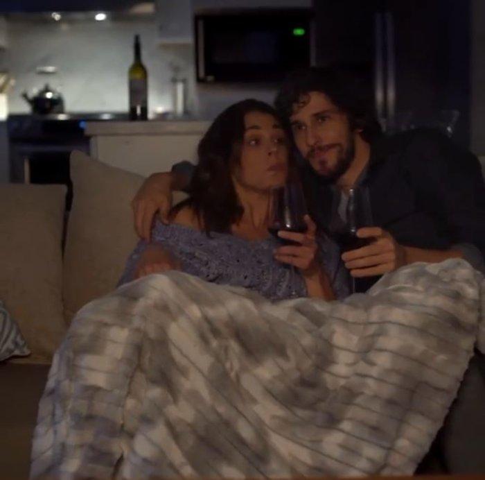 Ιωάννα Τριανταφυλλίδου: Αγκαλιά στον καναπέ με νέο γοητευτικό σύντροφο - εικόνα 2