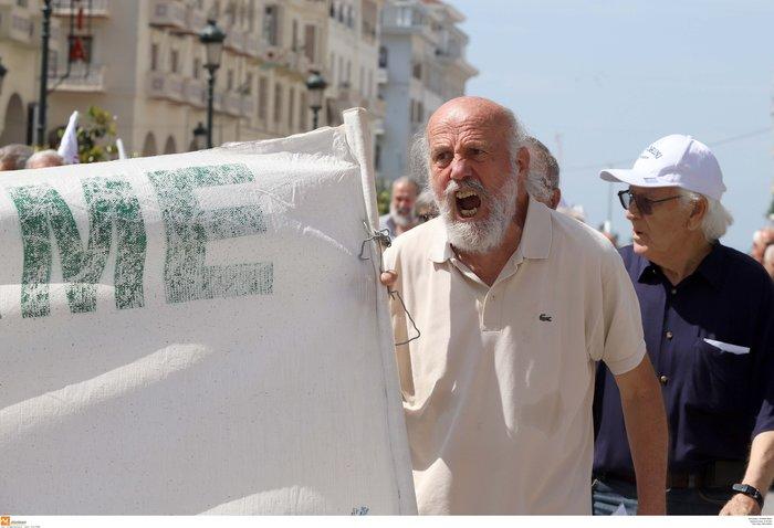 Στους δρόμους οι συνταξιούχοι για τις νέες περικοπές - εικόνα 9