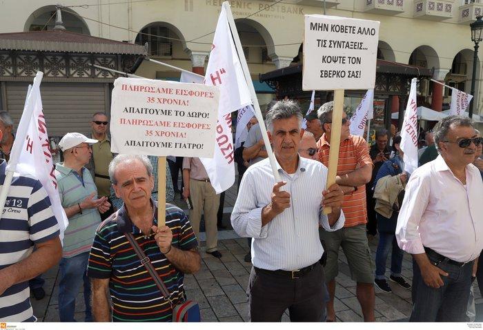 Στους δρόμους οι συνταξιούχοι για τις νέες περικοπές - εικόνα 11