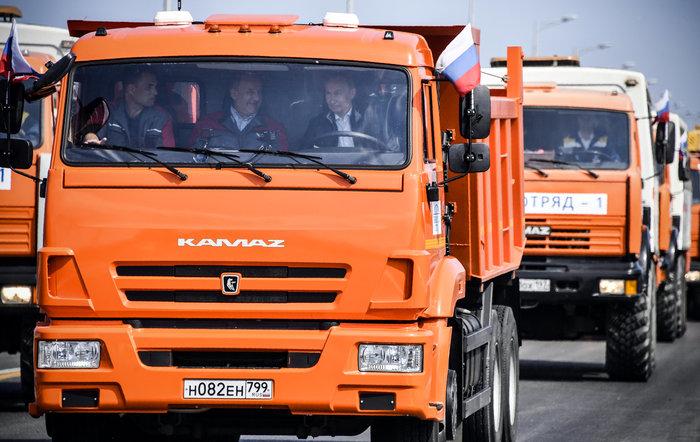 Ο Πούτιν εγκαινίασε τη γέφυρα που ενώνει Ρωσία και Κριμαία