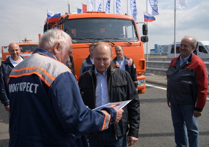 Ο Πούτιν εγκαινίασε τη γέφυρα που ενώνει Ρωσία και Κριμαία - εικόνα 4