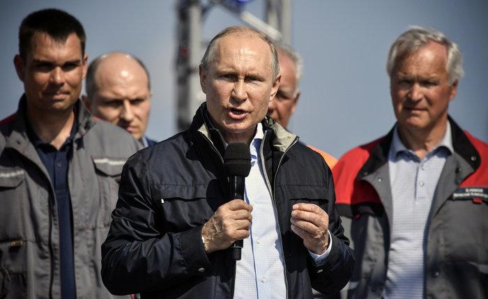 Ο Πούτιν εγκαινίασε τη γέφυρα που ενώνει Ρωσία και Κριμαία - εικόνα 5