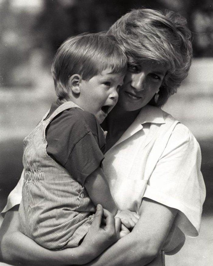 Οταν ο πρίγκιπας Χάρι ήταν παιδί - Οι πιο τρυφερές φωτογραφίες του - εικόνα 9