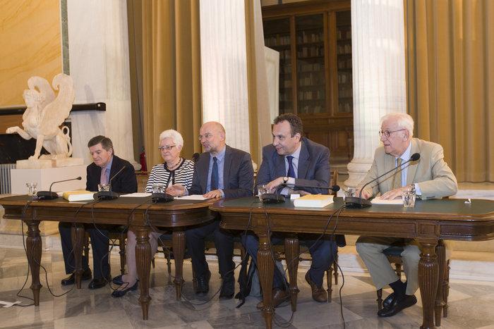 Από την παρουσίαση του βιβλίου του Α. Γεωργιάδη. (Από δεξιά) Χ. Μουτσόπουλος, Χ. Χωμενίδης, Η. Κανέλλης, Ε. Σαρπ, Θ. Μαρτίνος