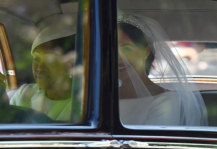 Πανέμορφη νύφη η 36χρονη Μέγκαν Μαρκλ - Η συγκίνηση και τα δάκρυα του Χάρι - εικόνα 4
