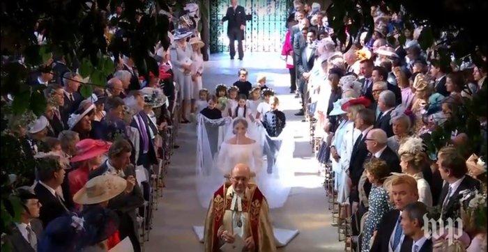 Πανέμορφη νύφη η 36χρονη Μέγκαν Μαρκλ - Η συγκίνηση και τα δάκρυα του Χάρι - εικόνα 8