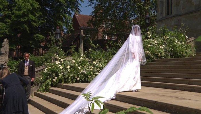 Πανέμορφη νύφη η 36χρονη Μέγκαν Μαρκλ - Η συγκίνηση και τα δάκρυα του Χάρι - εικόνα 14