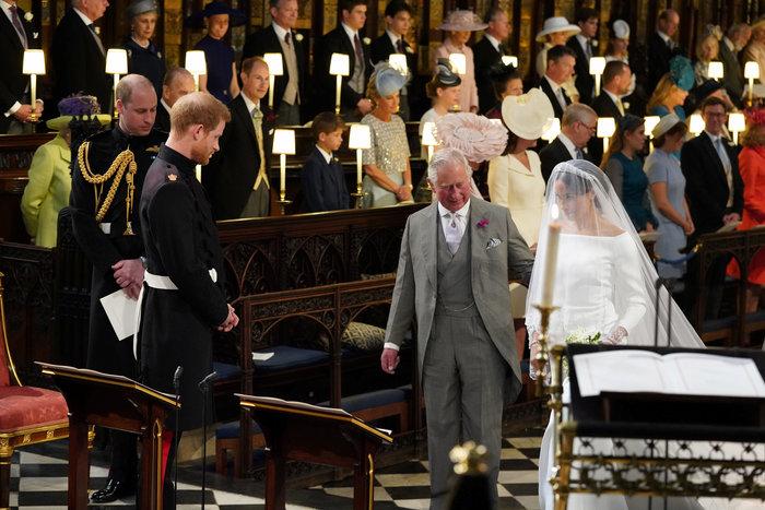 Πανέμορφη νύφη η 36χρονη Μέγκαν Μαρκλ - Η συγκίνηση και τα δάκρυα του Χάρι - εικόνα 3
