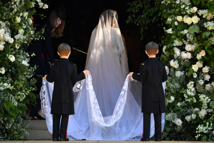 Πανέμορφη νύφη η 36χρονη Μέγκαν Μαρκλ - Η συγκίνηση και τα δάκρυα του Χάρι - εικόνα 5