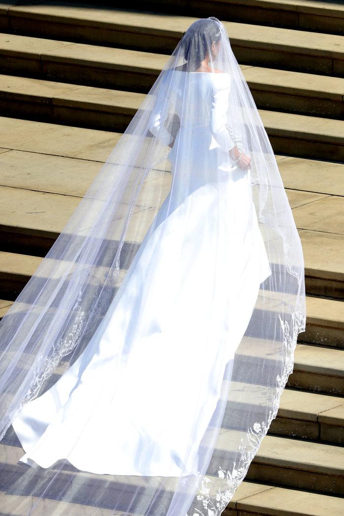 Πανέμορφη νύφη η 36χρονη Μέγκαν Μαρκλ - Η συγκίνηση και τα δάκρυα του Χάρι - εικόνα 6