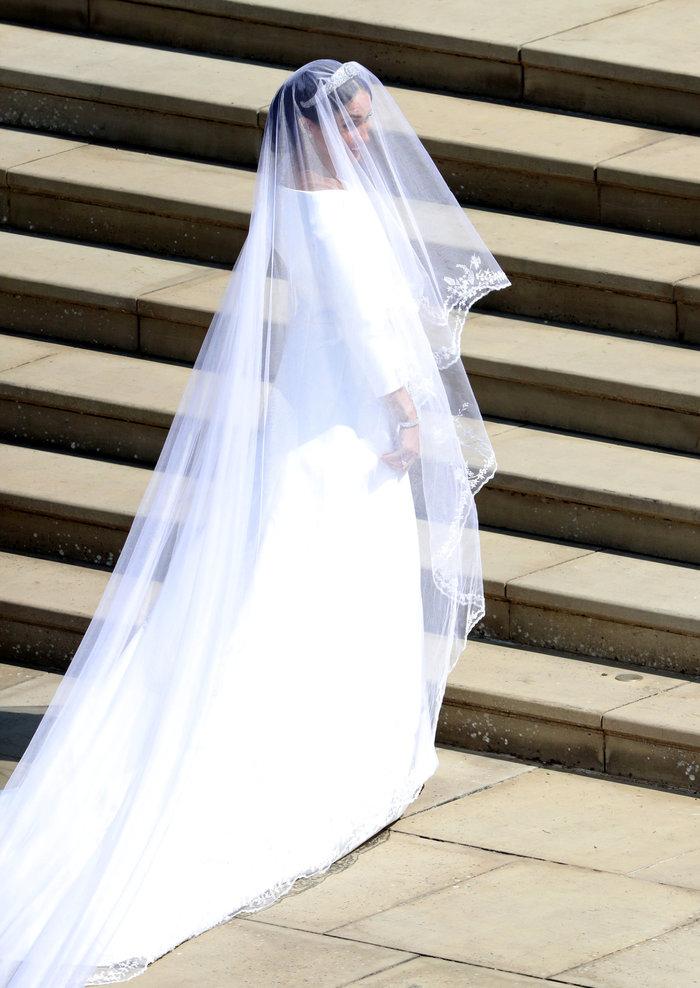 Πανέμορφη νύφη η 36χρονη Μέγκαν Μαρκλ - Η συγκίνηση και τα δάκρυα του Χάρι - εικόνα 7