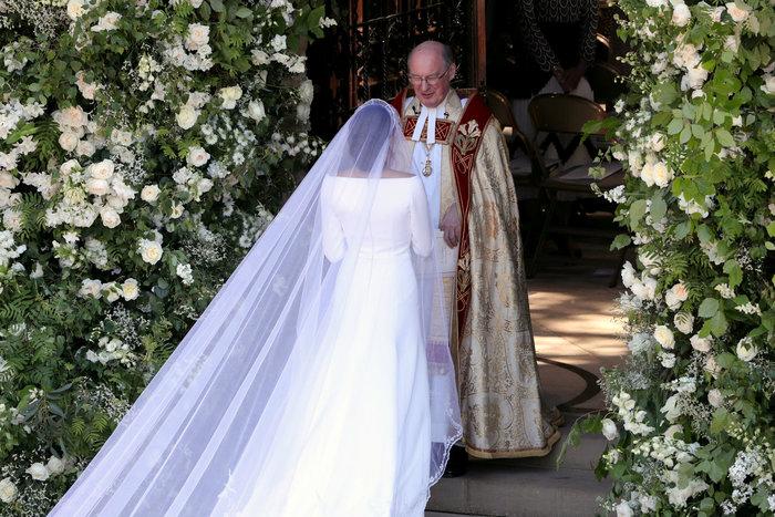 Πανέμορφη νύφη η 36χρονη Μέγκαν Μαρκλ - Η συγκίνηση και τα δάκρυα του Χάρι - εικόνα 13