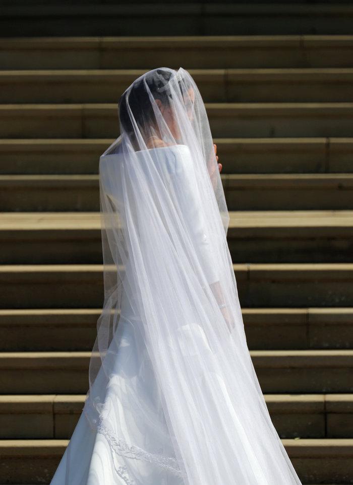 Πανέμορφη νύφη η 36χρονη Μέγκαν Μαρκλ - Η συγκίνηση και τα δάκρυα του Χάρι - εικόνα 17