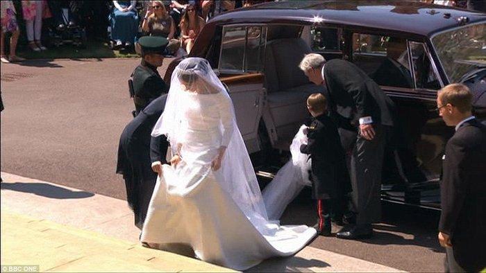 Πανέμορφη νύφη η 36χρονη Μέγκαν Μαρκλ - Η συγκίνηση και τα δάκρυα του Χάρι - εικόνα 2