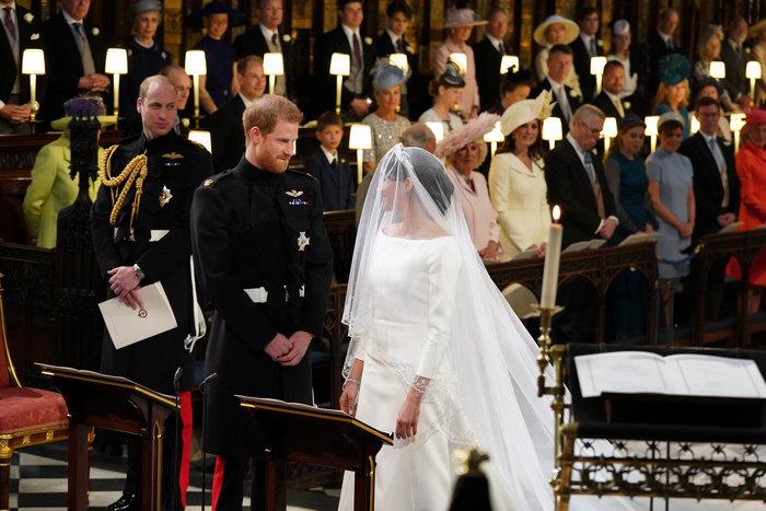 Πανέμορφη νύφη η 36χρονη Μέγκαν Μαρκλ - Η συγκίνηση και τα δάκρυα του Χάρι - εικόνα 11