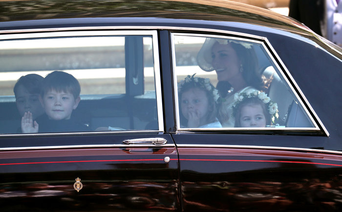 Τζορτζ και Σαρλοτ: Πώς η χαριτωμένη πριγκίπισσα ξετρέλανε και πάλι τα πλήθη - εικόνα 2