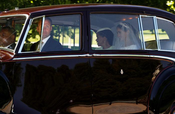 Η νύφη Μέγκαν Μαρκλ φτάνει στο κάστρο του Ουίνσδορ μαζί με τη μητέρα της