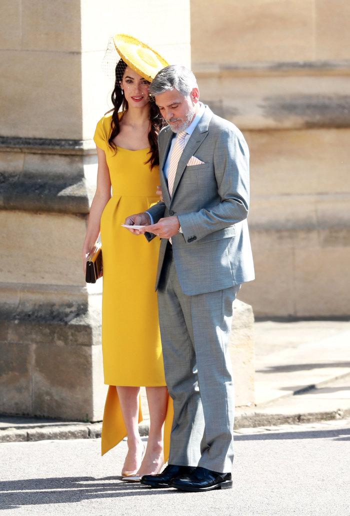 Υπέρκομψη η Αμάλ Κλούνεϊ στο πλευρό του Τζορτζ στον βασιλικό γάμο