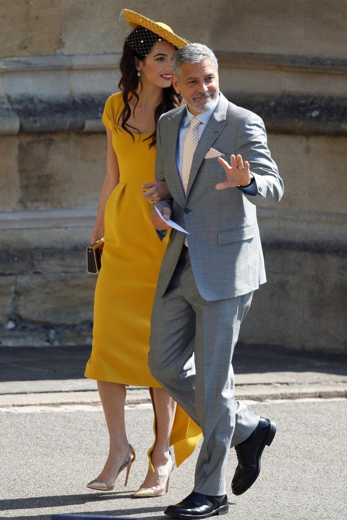 Υπέρκομψη η Αμάλ Κλούνεϊ στο πλευρό του Τζορτζ στον βασιλικό γάμο - εικόνα 2