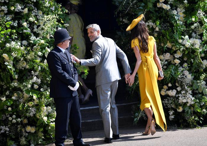 Υπέρκομψη η Αμάλ Κλούνεϊ στο πλευρό του Τζορτζ στον βασιλικό γάμο - εικόνα 3