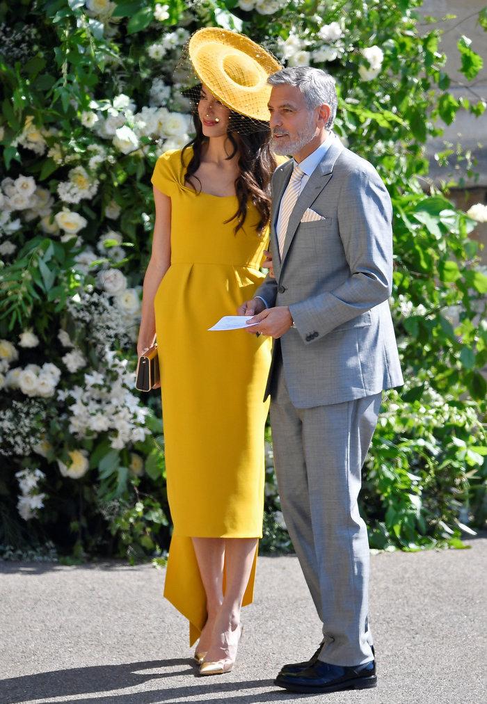 Υπέρκομψη η Αμάλ Κλούνεϊ στο πλευρό του Τζορτζ στον βασιλικό γάμο - εικόνα 4
