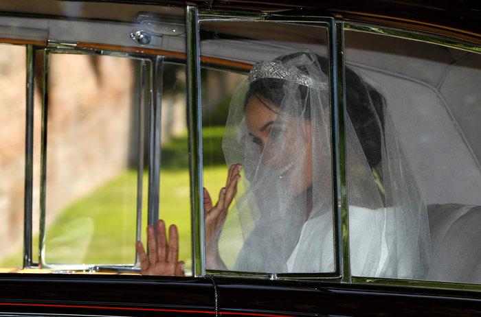 Η πρώτη φωτογραφία της Μέγκαν ως νύφη: Με τιάρα και κατάλευκο νυφικό