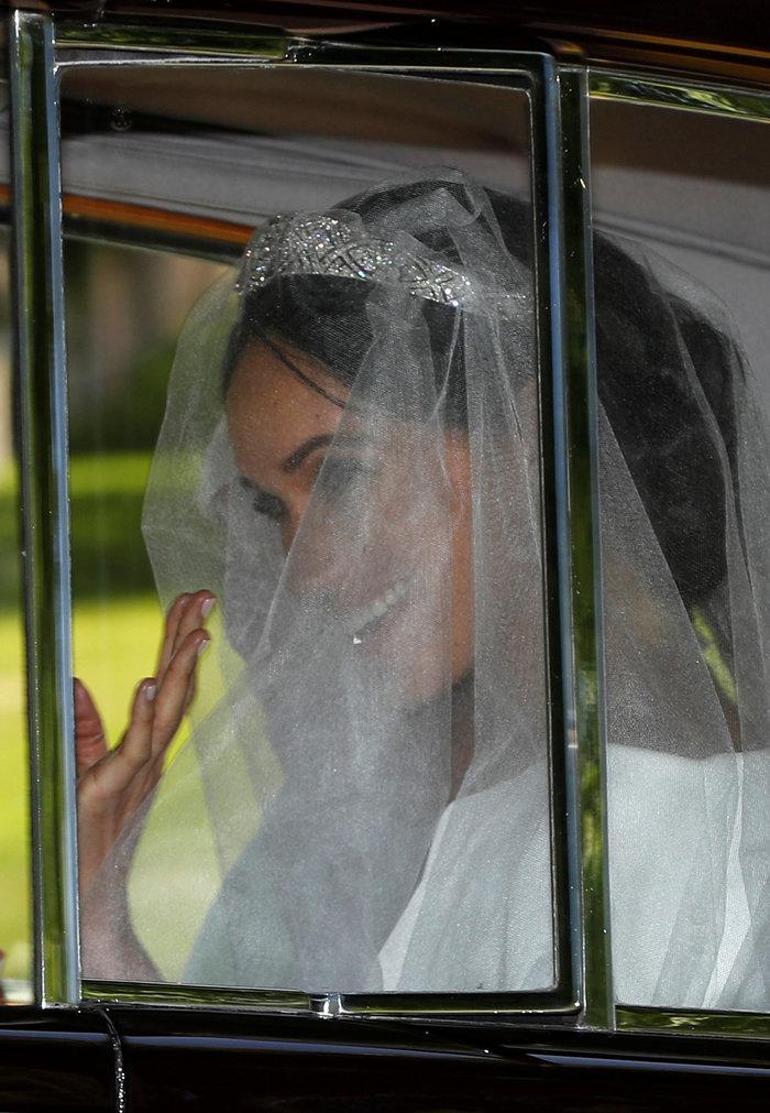 Η πρώτη φωτογραφία της Μέγκαν ως νύφη: Με τιάρα και κατάλευκο νυφικό - εικόνα 2