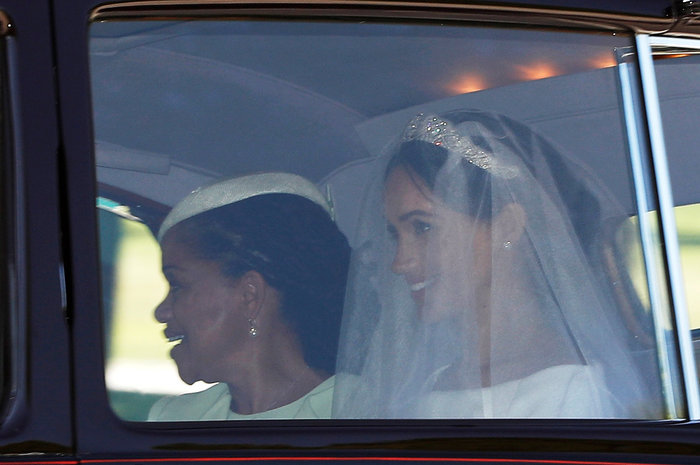 Η πρώτη φωτογραφία της Μέγκαν ως νύφη: Με τιάρα και κατάλευκο νυφικό - εικόνα 3