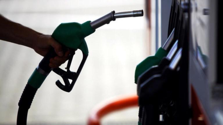 kseperase-ta-duo-eurw-to-litro-i-benzini-sta-nisia