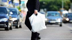 plastikes-sakoules-i-wra-tou-logariasmou-gia-tous-emporous