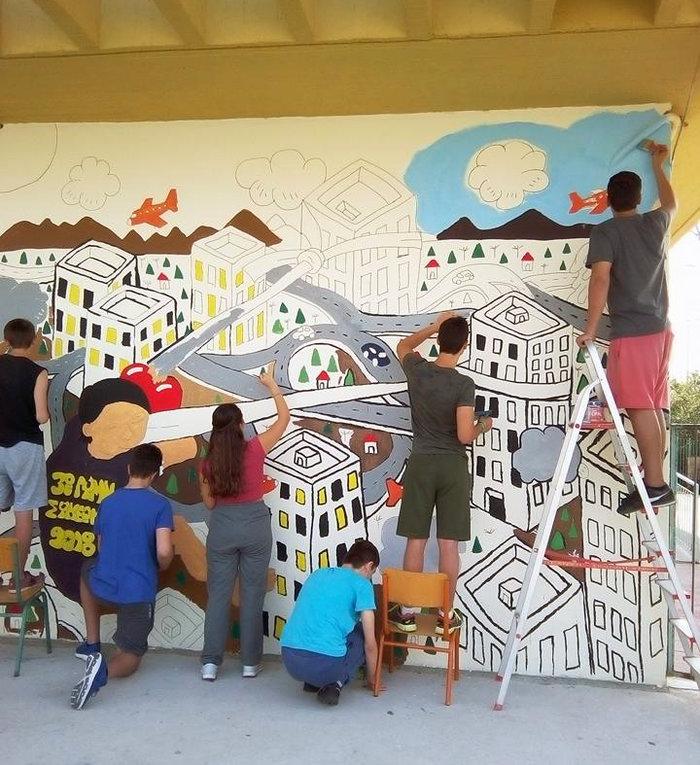 Θεσσαλονίκη: Το γκράφιτι μαθητών υπέρ της ειρήνης - εικόνα 2