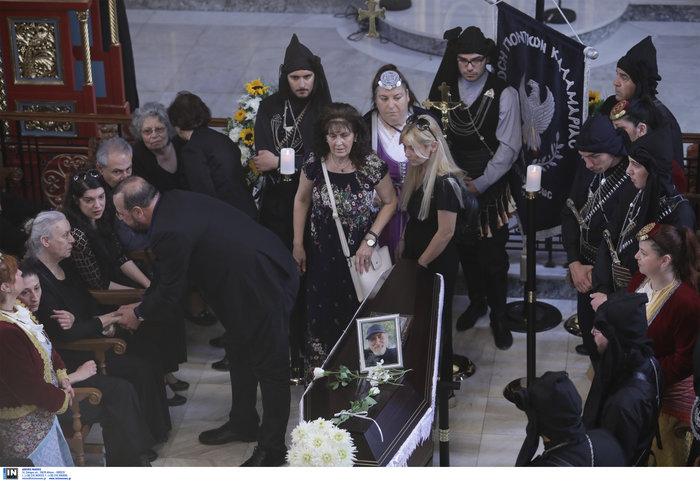 Πλήθος κόσμου στο τελευταίο αντίο στον Χάρρυ Κλυνν - εικόνα 5
