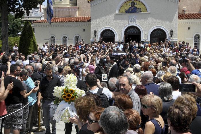 Πλήθος κόσμου στο τελευταίο αντίο στον Χάρρυ Κλυνν - εικόνα 14