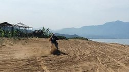 Αγώνας ταχύτητας 280 μοτοσικλετών σε φωλιές της καρέτα-καρέτα! (φωτό)