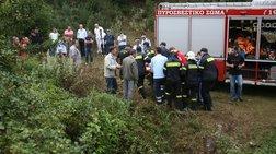 ΙΧ έπεσε σε γκρεμό - Νεκρό μωρό και τέσσερις τραυματίες στα Τρίκαλα