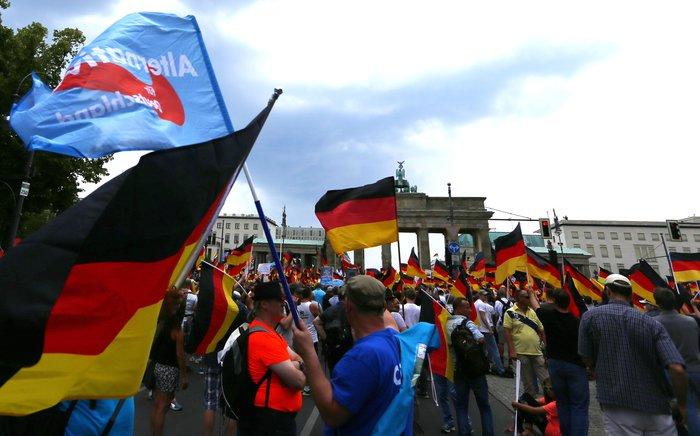 """Βερολίνο: """"Σίγησαν"""" την ακροδεξιά διαδήλωση με μουσική τέκνο (φωτό)"""