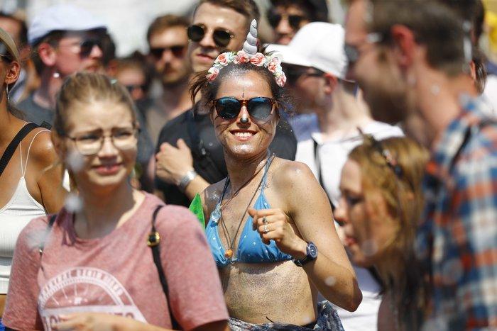 """Βερολίνο: """"Σίγησαν"""" την ακροδεξιά διαδήλωση με μουσική τέκνο (φωτό) - εικόνα 3"""