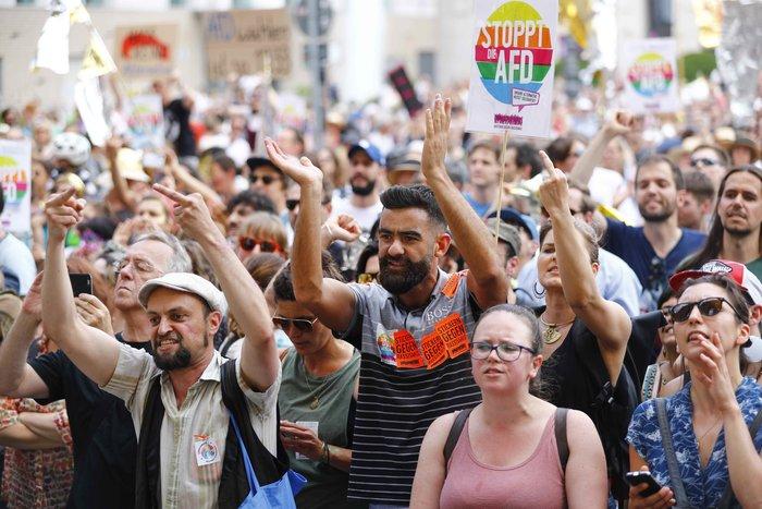 """Βερολίνο: """"Σίγησαν"""" την ακροδεξιά διαδήλωση με μουσική τέκνο (φωτό) - εικόνα 5"""