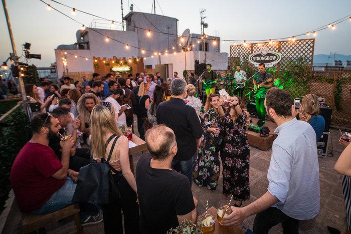 Το Strongbow ξαφνιάζει τις πόλεις με live συναυλίες σε ταράτσες - εικόνα 2